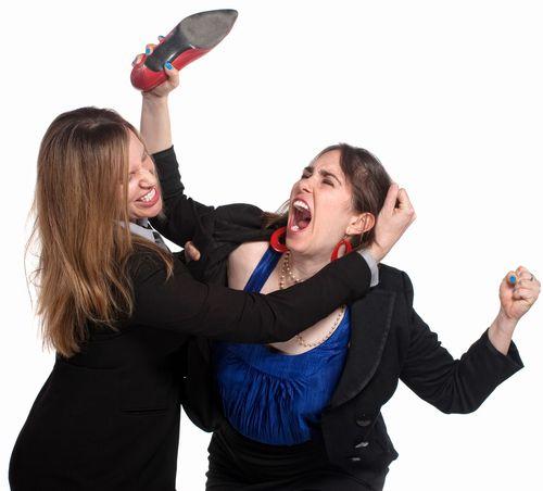 Две жени се сбиха в офис на мобилен оператор