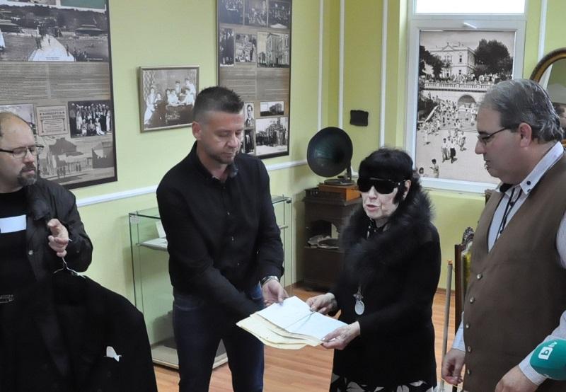 Бургаският музей ще пази фрака и диригентската палка на Емил Чакъров