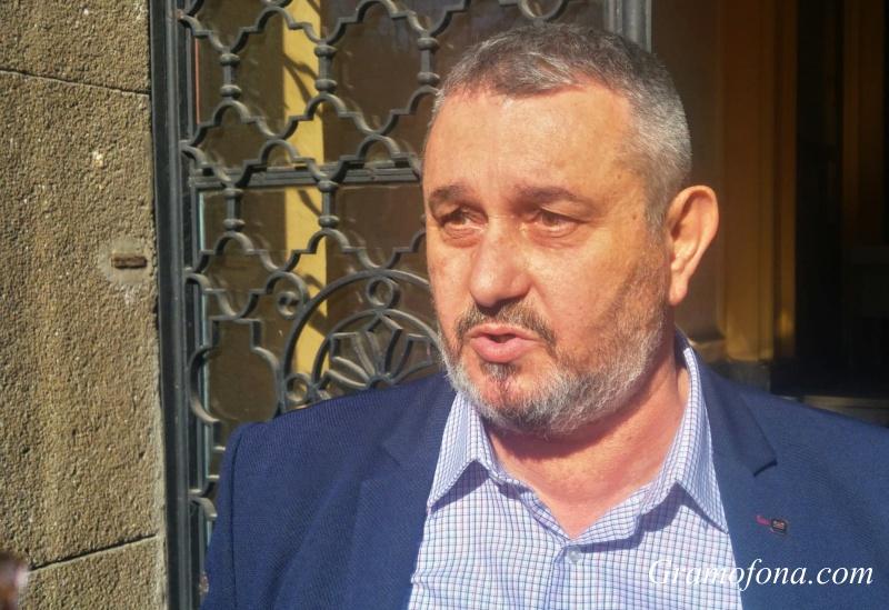 Шефът на РЗИ-Бургас: Най-правилно е личните лекари, а не пациентите да звънят на 112 при Ковид