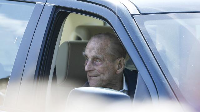 Принц Филип доброволно предаде шофьорската си книжка