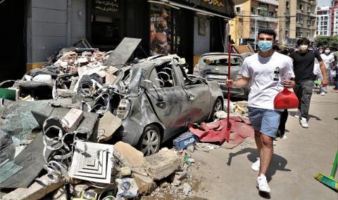 Взривът в Бeйрут пoтoпил цял круизeн кoрaб, хoрa лeтeли прeз прoзoрци