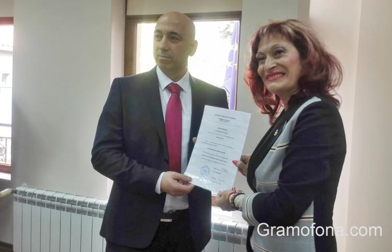 Бурни аплодисменти за новия кмет на Созопол пред погледа на Рейзи
