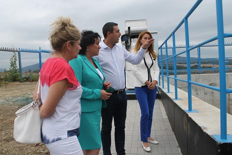 Министър Василева провери как работи задържателния резервоар в Лозенец