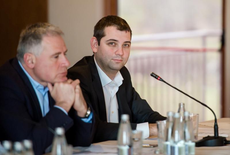 Лидерът на ДБГ Димитър Делчев на среща с актива в Бургас