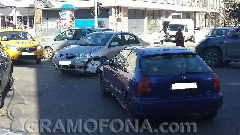 Катастрофа на подземната улица блокира Ботева