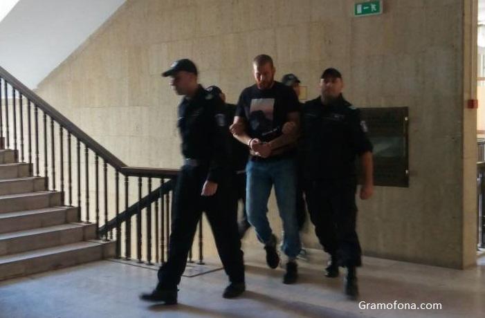 За кой ли път: Малката Рижа влиза в затвора