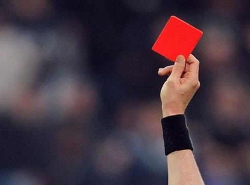 Футболист застреля съдия заради червен картон