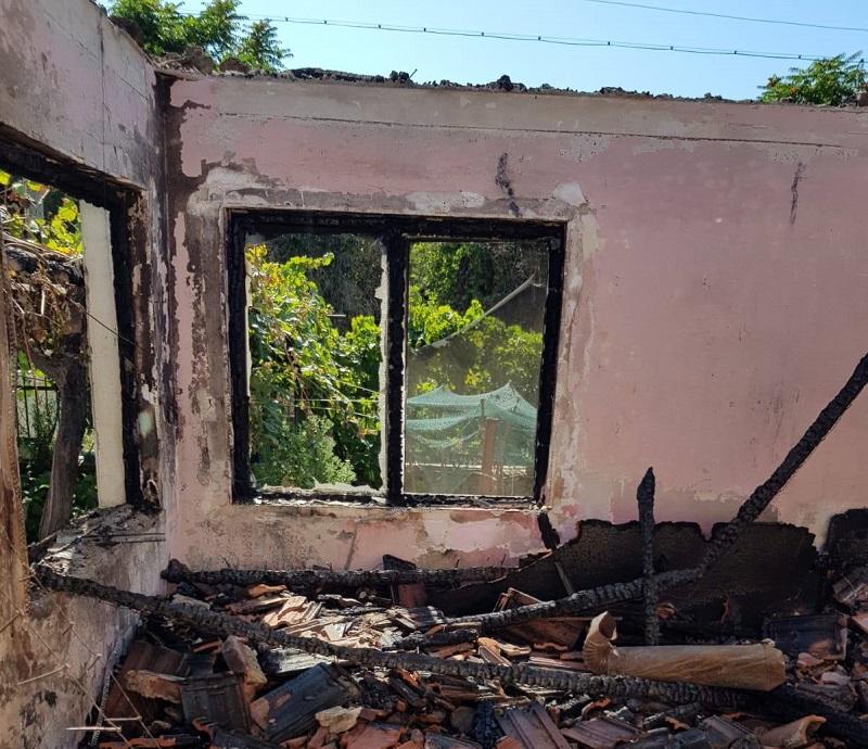 Семейство от сунгурларското село Славянци има нужда от помощ: Пожар изпепели дома им