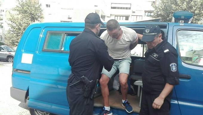 Постоянен арест за англичанина, нападнал друг турист в Слънчев бряг