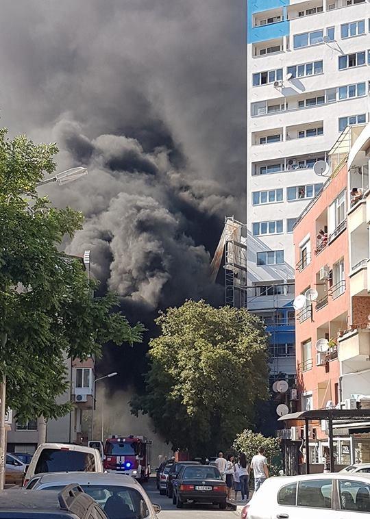 Пожар в Лазур (СНИМКИ)