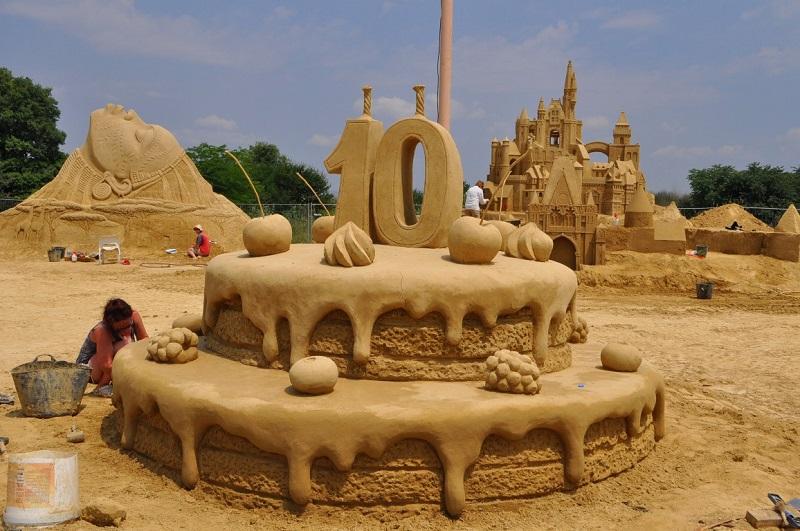 Огромна пясъчна торта за 10-ия Фестивал на пясъчните фигури