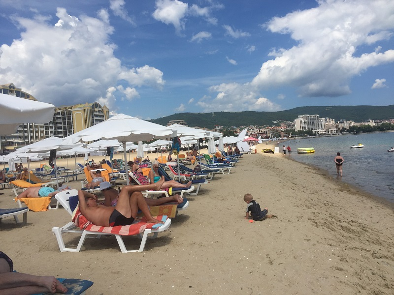 Плажът в Слънчев бряг без спасители от утре