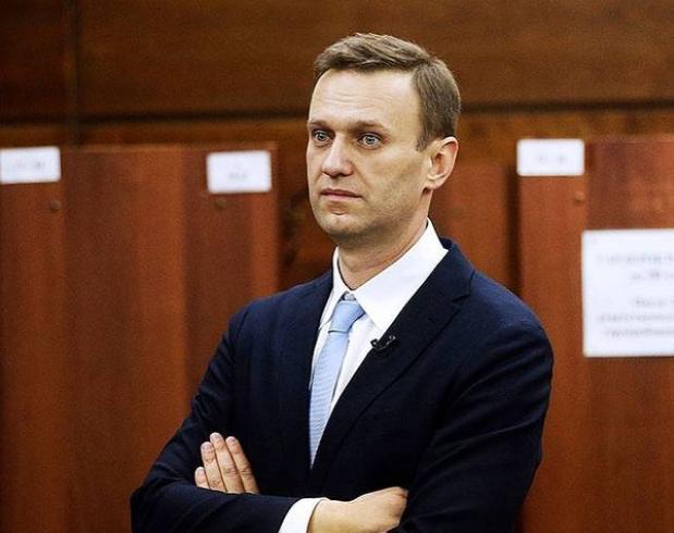 Навални спира гладната си стачка