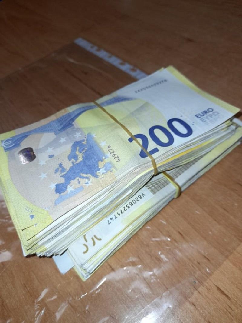 """На ГКПП """"Лесово"""" откриха недекларирана валута за близо 40 000 лева"""
