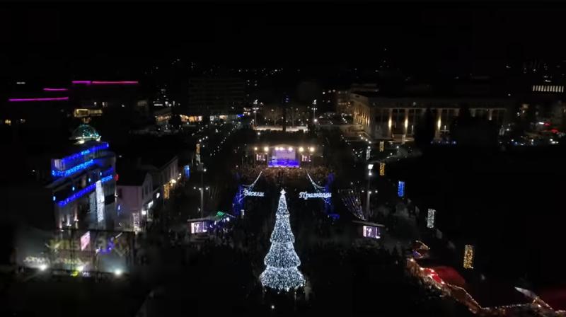 Палят коледната елха на Бургас на големия никулденски концерт