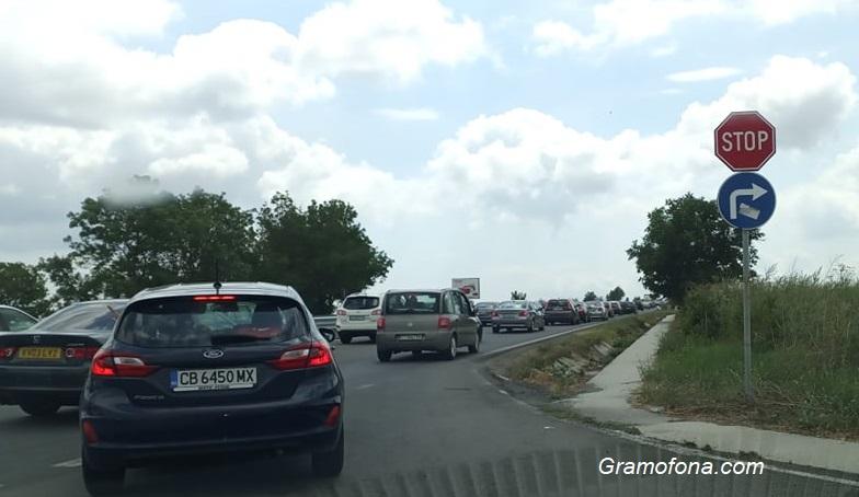 Тапа на входа на Бургас, трафикът е кошмар