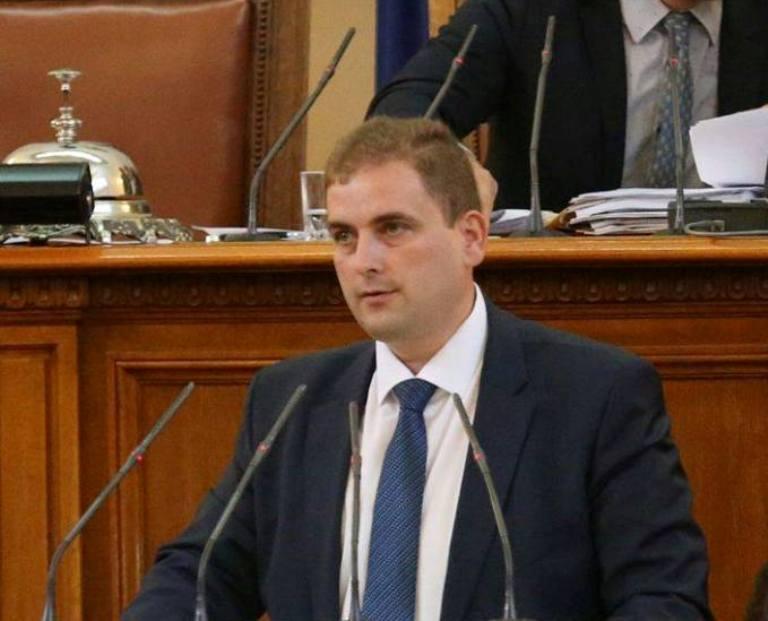 Бургаският депутат Севим Али прогнозира масово напускане на социалните работници