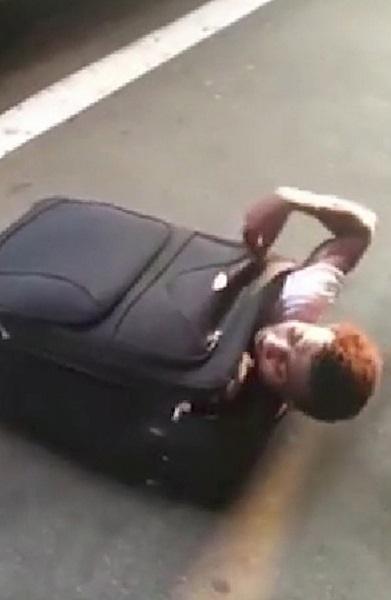 Вижте как вадят нелегален мигрант от куфар