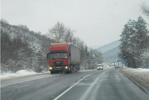 Тежка нощ за пътните екипи, обстановката в Бургаско тази сутрин е спокойна
