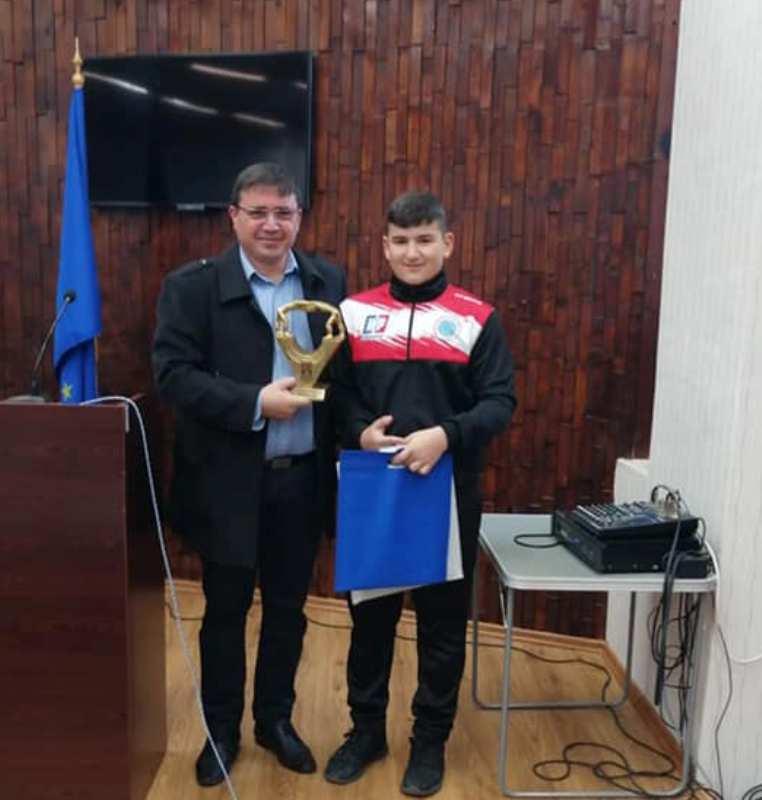 Руенските борци вдигнаха гордо купи и медали пред кмета