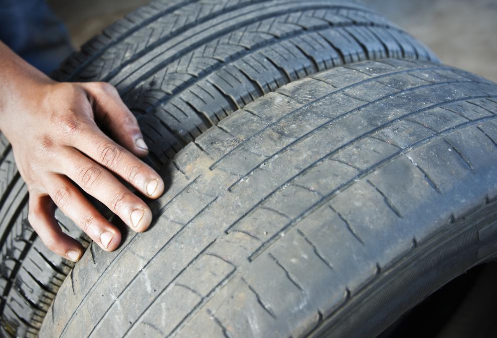 Стоян Апостолов: По-добре си купете китайски зимни гуми, но нови