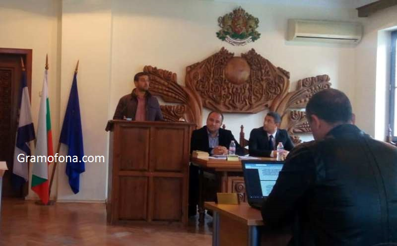Спор в Общинския съвет: Кой презастрои Царево и фалшива новина ли е Силистар?