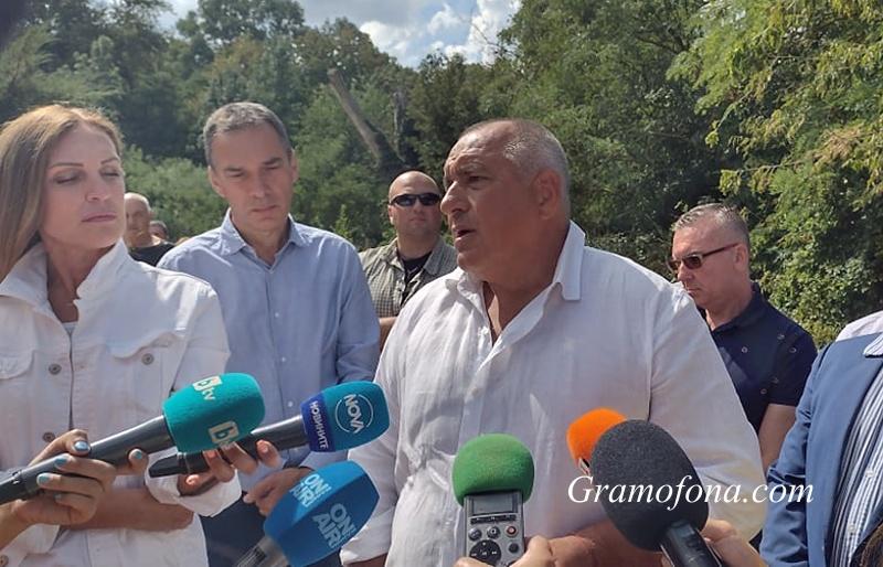 Бойко Борисов в Айтос: Президентът Радев се разпорежда с партиите както намери за добре