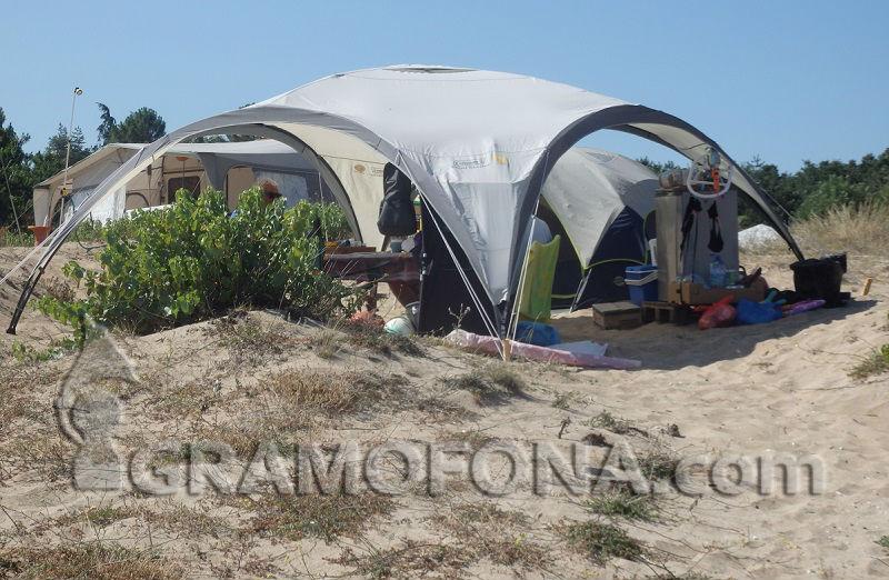 Министерски съвет решава какви ще са глобите за палатка и каравана на плажа