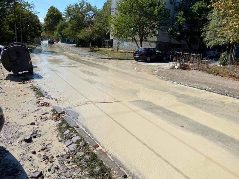 Голяма авария наводни варненска улица