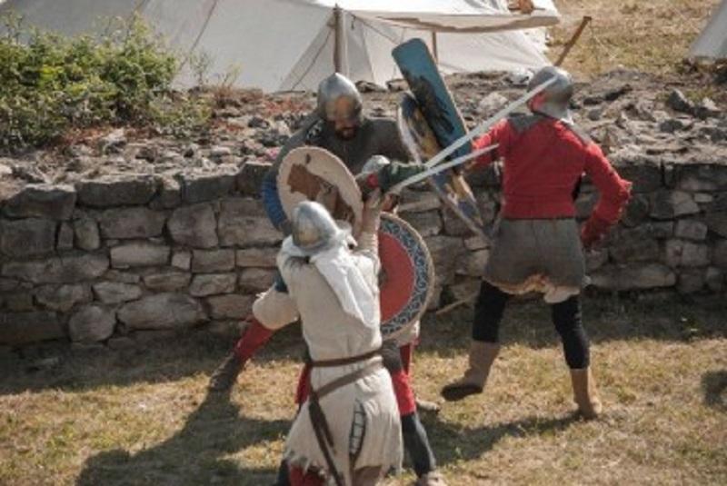 Средновековни воини посрещат гостите на Акве Калиде