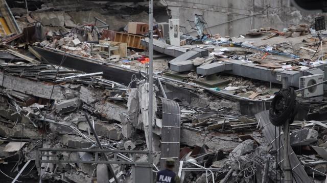 Броят на загиналите при земетресението в Мексико достигна 230 души