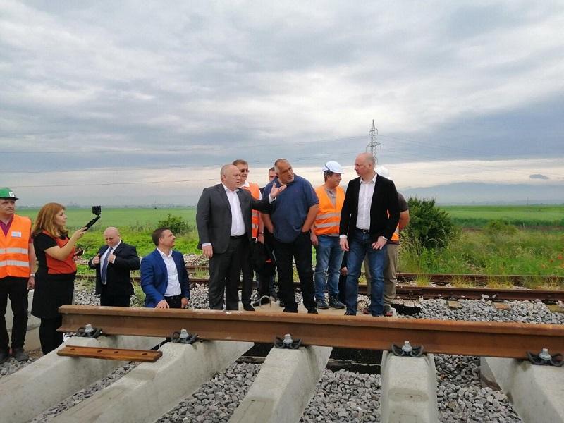 Борисов инспектира железопътна отсечка от София за Елин Пелин