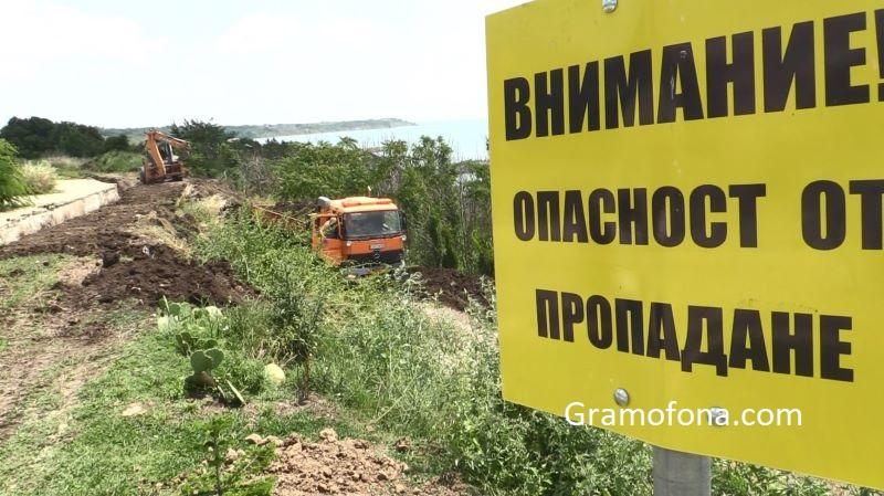 Регионалният министър отговори докъде е стигнало укрепването на свлачищата в Сарафово, Царево и Ахтопол