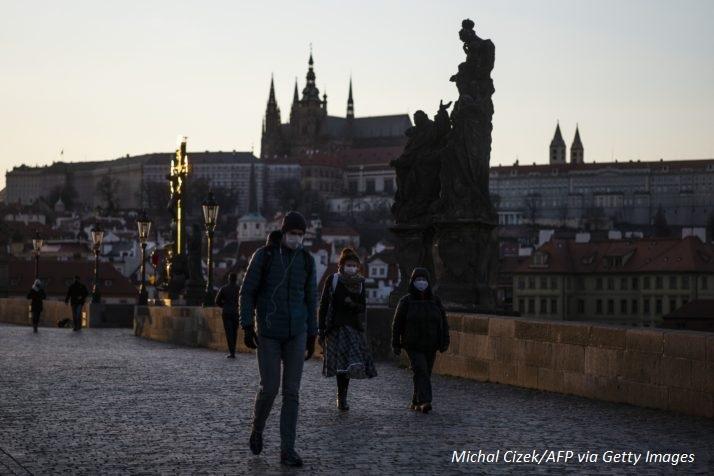 Строги мерки срещу COVID-19 влизат в сила в Чехия