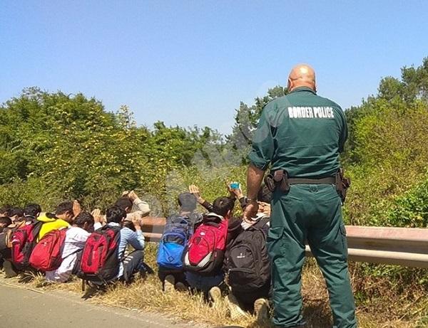 Хванаха нелегални мигранти край Китен