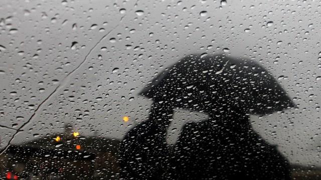 Валежите продължават, НИМХ предупреждава за опасност от поройни наводнения