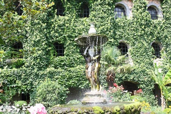 Кой се грижи за невероятните градини на замъка в Равадиново?