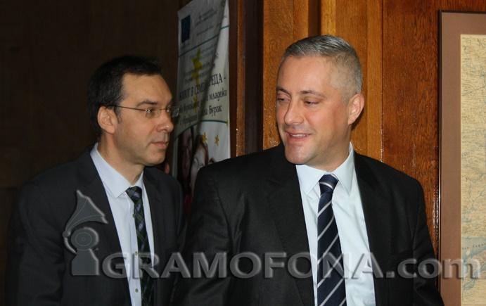Министър Лукарски вдига сватба в Бургас, венчае го кметът Димитър Николов