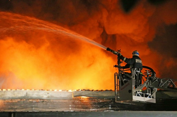 Петима огнеборци загинаха при огромен пожар в Москва