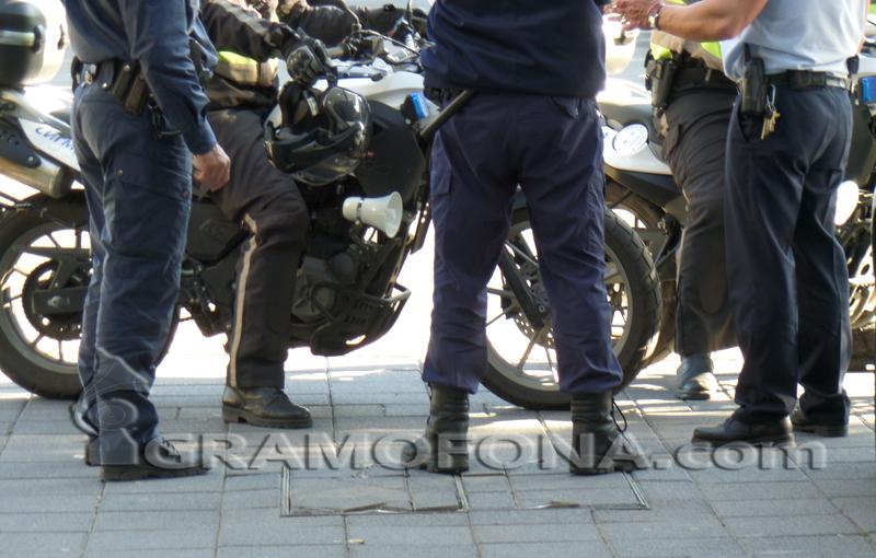 Полицаите останаха извън борда на увеличените заплати в държавния сектор