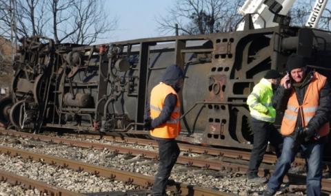 Влакова цистерна с газ дерайлира на гара Бяла