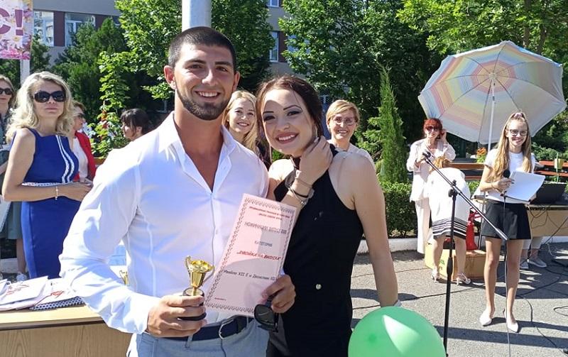 Вижте Двойката на Руската гимназия