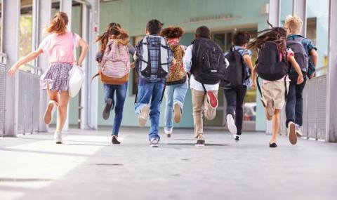 Без поли в училище заради джендърите
