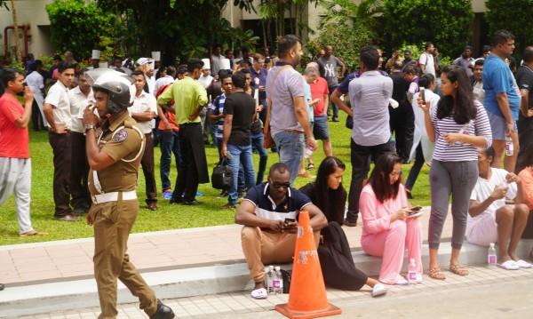 След вълната атентати: Полицейски час в Шри Ланка