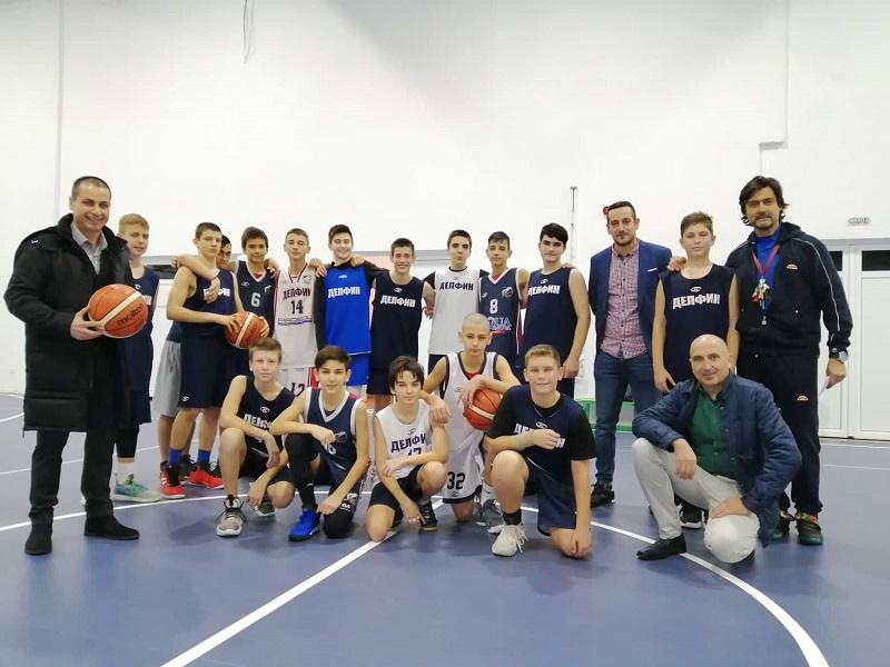 """""""Дар от сърце"""": Общинските съветници от ДБГ дариха средства за детско-юношеския спорт в Бургас"""