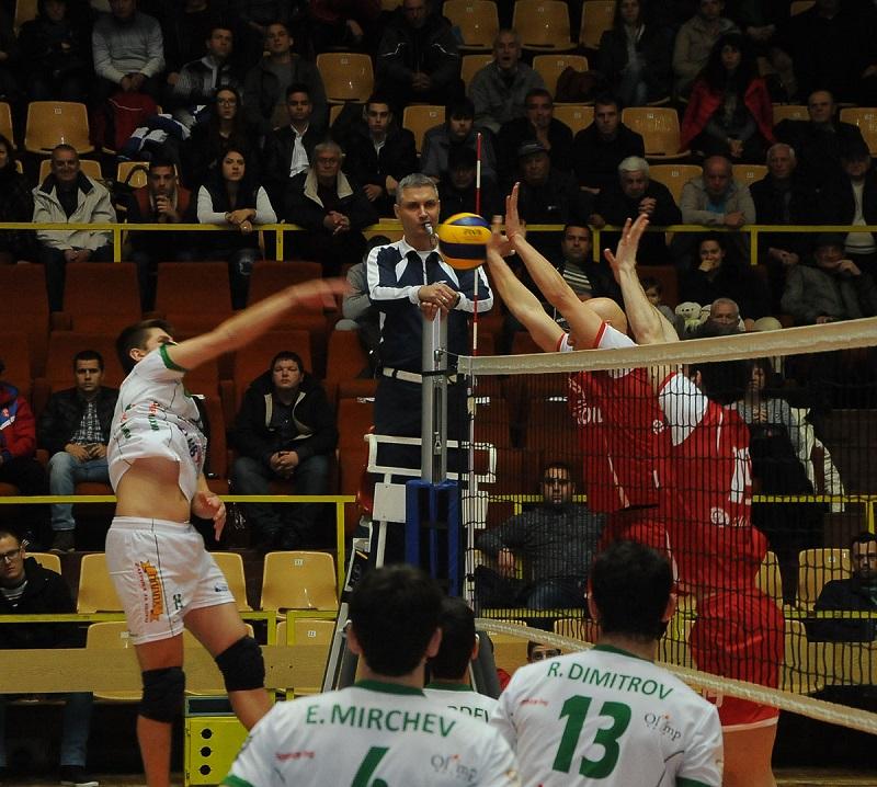 Труден четвъртфинал за волейболистите от Нефтохимик 2010
