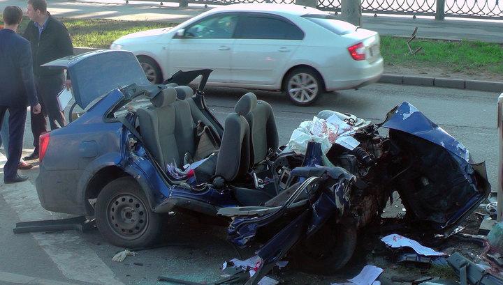 Шофьор с нож в гърдите се разби в мост