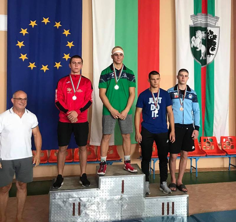 Борците от Черноморец-Бургас зарадваха клуба с куп медали