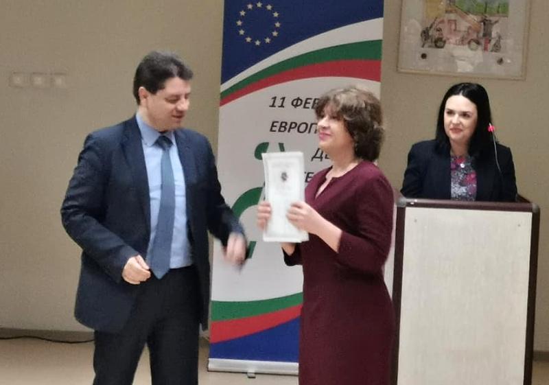 МВР награди началника и старши експерт на тел. 112 в Бургас