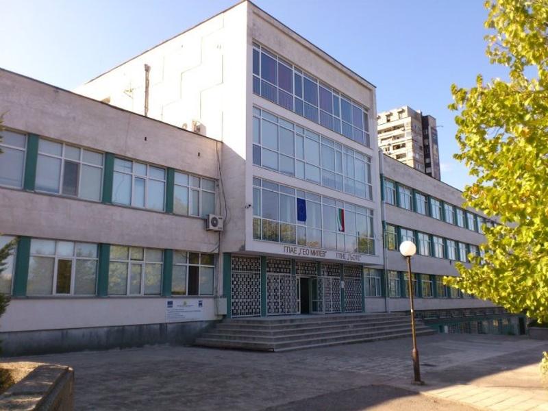 Родители срещу местенето на Английската гимназия в Бургас